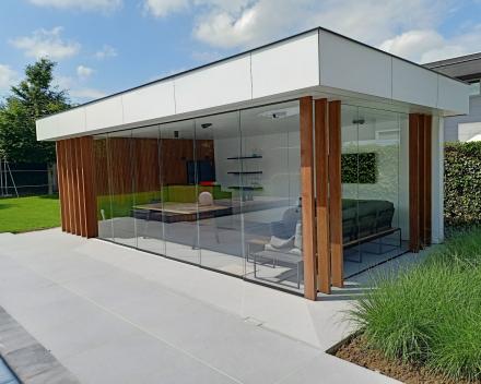 Poolhouse glazen schuifwand